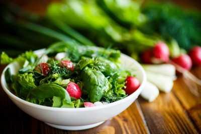 Как приготовить салаты из зелени